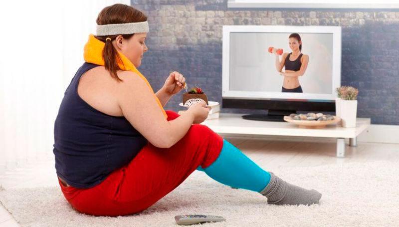 Тренировка девушки дома